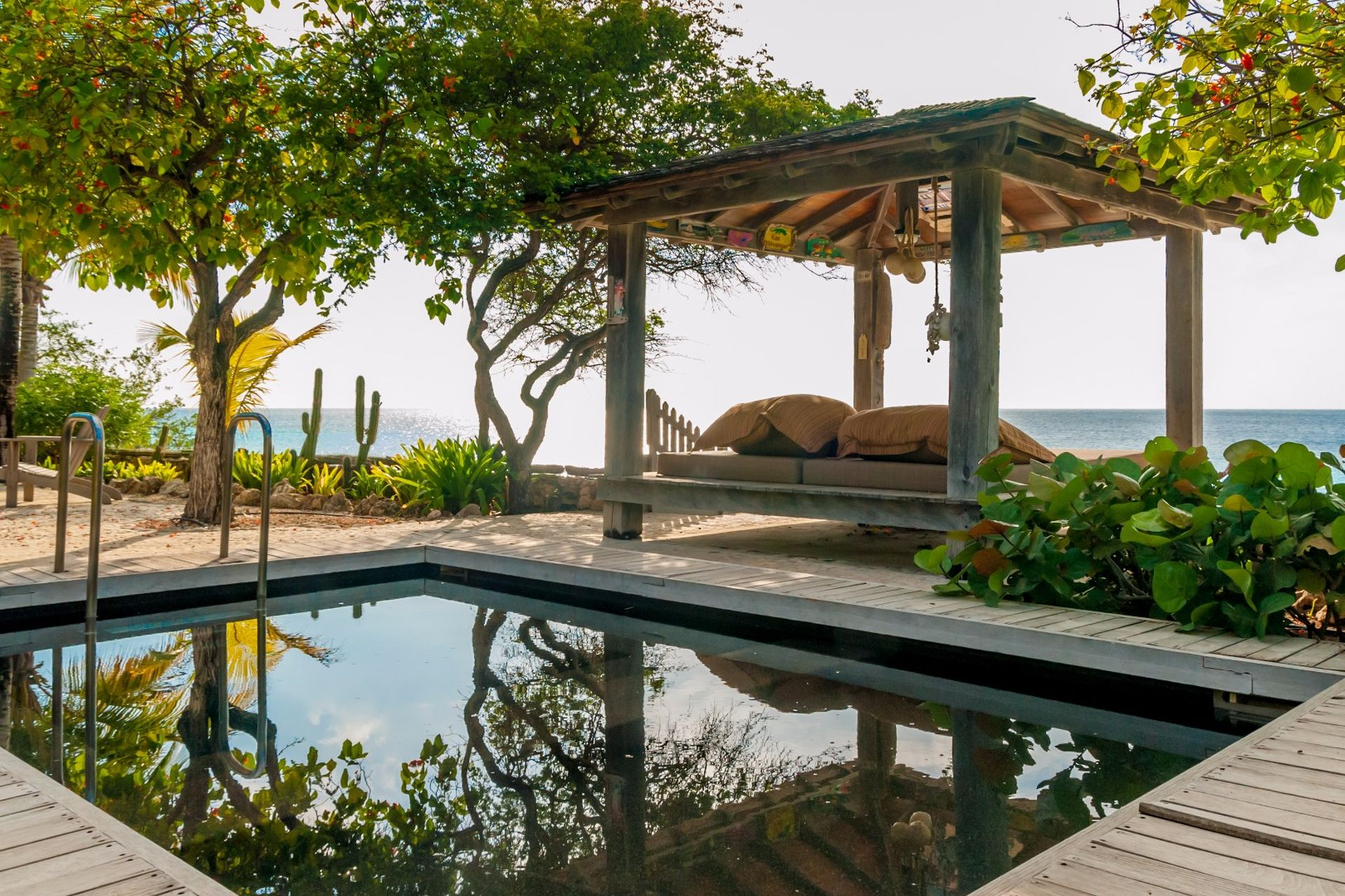 Te koop villa onder architectuur piet boon, aan zee, eigen mooring