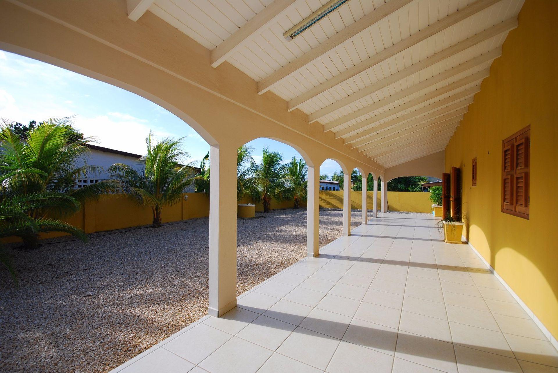 Recent gebouwd landhuis in traditionele stijl op Bonaire