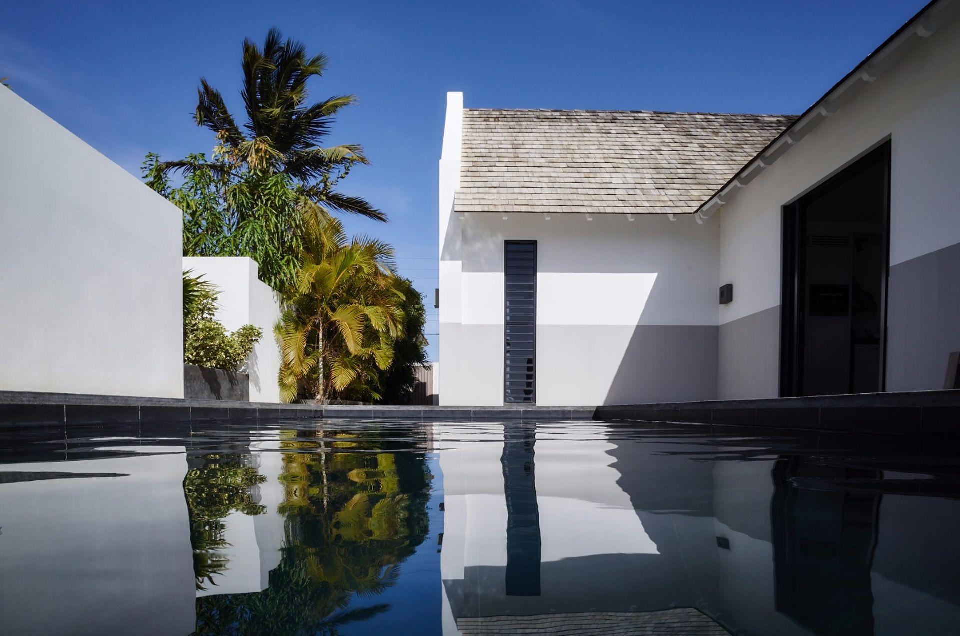 Te koop beach villa ontworpen door piet boon, met zwembad en ...