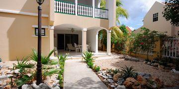 Kaya Gob. N. Debrot, Villa Flamboyant